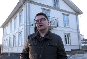 Solatums VD Roger Lundin är mycket glad över resultatet av den stora renoveringen av huvudbyggnaden på före detta Edlunds tomt mitt emot E on på Djupövägen.
