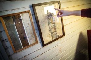 I renoveringen har Alida hittat flera lager tapet som sparats.