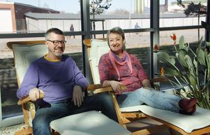 """Vid ett av sommarens åskoväder låg Eva Westblom i solstolen och tittade upp mot glastaket """"Det var häftigt"""", säger hon entusiastiskt. Både hon och maken Ulf trivs i Bovieran."""