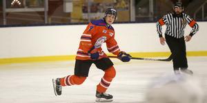 Elias Lindgren är ett av de fem lånen Lindlöven just nu har i sin trupp. Precis som Casper Siösteen tillhör han Örebro Hockeys J20-trupp. Dessutom är Philip Nyberg och Filip Pilö inlånade från hockeyallsvenska Mora respektive Södertälje och  Ludvig Hultgren från seriekonkurrenten Forshaga.