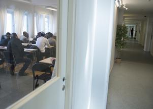 Rädda barnen anser att de som kommit till Sverige som ensamkommande, i och med covid-19 skall ges extra tid att avsluta sina gymnasiestudier med fortsatt möjlighet till förlängt uppehållstillstånd. Foto: TT