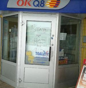 Stängt var det på macken i Särna i måndags sedan en kund uppträtt hotfullt.Foto: Privat