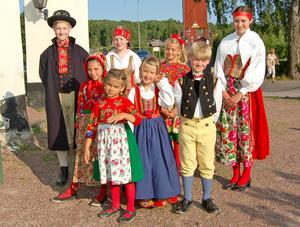 Här är några av många sockenklädda deltagare i