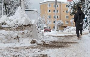 De flesta trottoarer i Nynäshamns och Ösmo tätorter var röjda till måndag morgon.