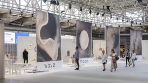 """Naturnära. Holländska trendoraklet Li Edelkoort har skapat en unik utställning i entréhallen fokus på känslovärden hos varor och material. Med den hoppas hon """"förmedla en del av den skönhet och energi som kan finnas i vardagsföremål"""". Foto: Stockholmsmässan"""