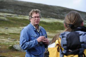 Lennart Bratt på plats vid Härjehågna vid ett tidigare tillfälle.