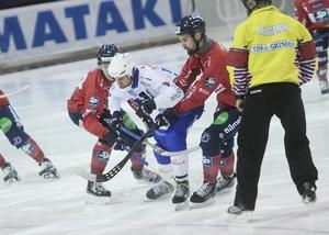 I andra halvlek körde Vänersborg helt fast, kom aldrig upp ur försvarsställningen och hittade tillbaka till offensiven före paus.