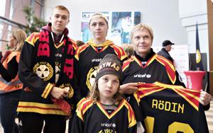 Margaretha Andersson hade tagit med sig Joel Nylund och barnbarnen Filip Brännlund och  Olle Olofsson från Västerbotten till Gästrikland för att se Brynäs möta Leksand.