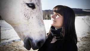 Linda Halldin Normann och hästen Fürst Rainier B, eller Rune som han kallas.