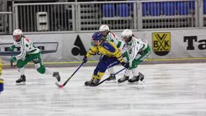 Sanna Gustafsson i en match med Skirö i vinter, där hon gjorde 10 mål på 14 matcher. Foto: Privat.