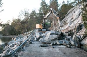 Ett stort klippblock har rasat ner på Ringvägen.