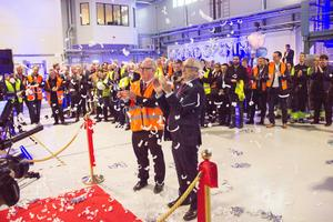 Landshövdingen Per Bill och Lars Bergström, chef för affärsområdet Sandvik Machining Solutions, klippte bandet vid invigningen.