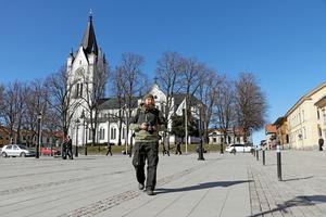 På spaning efter nya vykortsbilder från Nora. Fotografen Björn Dahlfors senaste projekt är vykort från Nora på instagram.