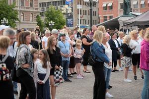 Många samlades på torget under tisdagen.