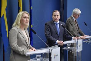 Socialminister Lena Hallengren (S), statsminister Stefan Löfven (S) och Folkhälsomyndighetens generaldirektör Johan Carlson.