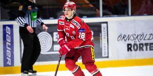 Lukas Wernblom kliver in som center i förstaformationen, tillsammans med Patrik Karlkvist och Kristian Jakobsson.