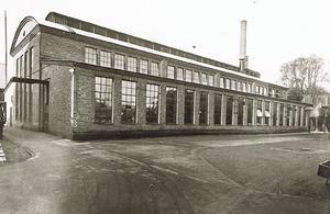 Historisk bild av gjuteriet som visar hur det såg ut vid uppförandet. Då var taket bågformat. 1951 byggdes taket om och fick den spetsiga form det har idag. Bilden kommer från WSP:s antikvariska förundersökning.