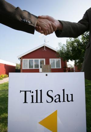 Villapriserna har ökat i Dalarna under de senaste tre månaderna. Bostadsrätter har däremot blivit billigare.