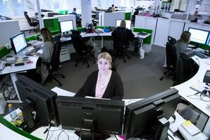 I nyhetsdeskens skrivbordscirkel sitter liveredaktören Josefin Jonsson nära nyhetscheferna och webbredaktionen och har koll på det mesta i nyhetsväg.