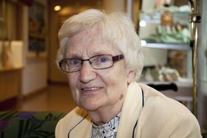 Anna-Greta Edström, 83 år, Oxbackens servicehus:–Jag är inte mycket för alkohol. Det ordnas så många fester här ändå, och då serveras de som vill ha, att jag inte saknar det.