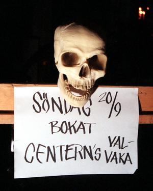 Humor i politiken – 1998 höll Centerpartiet till på Spökhuset i Inre hamnen.
