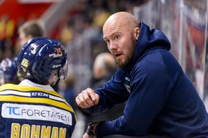 I samband med att huvudtränaren Nichlas Falk kollapsade när hans tröja skulle hissas till taket för Djurgården, fick Grossmann kliva in i båset ihop med Dennis Bozic.