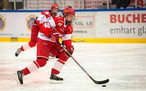 Som 14-åring började han spela med Timrå IK och pendlade från Ånge flera gånger i  veckan för träningarna.Här är han i Timrå IK:s J18-lag som 16-åring.
