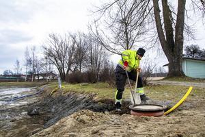 Hädanefter kommer vattenpumpen att förvaras i en brunn vid sidan om dammen.