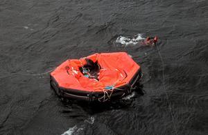 Fartyget utrymdes inte under några ordnade former och livflottar hamnade felmonterade i vattnet. Foto: Leif R Jansson