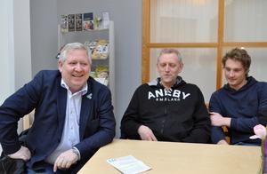 Mats Hansson, förstanamn på fullmäktigelistan, Ulf Lundberg och Edvin Göransson tror på ett bra val för Moderaterna i höst.