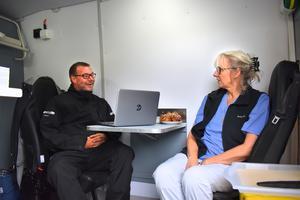 Synen på missbruksvård ändras sakta men säkert till det bättre menar sjuksköterskorna Lars Granelli och Annika Sundholm. Mycket tack vare den yngre generationen.