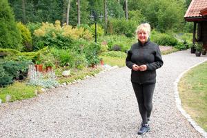 I sex år har Marja Järvinen jobbat med sin trädgård utanför Julmyra.
