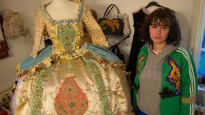 """""""Marie Antoinette-klänningen"""" skapade Alma Feuerstein av gamla  plagg som dekonstruerades och sedan sattes ihop till något nytt."""