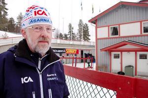 Rogard Göransson, ordförande i Åsarna IK, tycker att det är synd att publiken svek SM-tävlingarna.