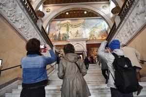 Besökare kommer in efter lördagens återinvigning av Nationalmuseum.Foto Henrik Montgomery / TT / kod 10060