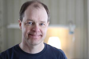 Arbetskamrater, elever och föräldrar nominerade honom. Fredrik Nilsson får nu Kungliga vetenskapsakademiens Ingvar Lindqvist pris som Sveriges bästa lärare i matematik 2018.