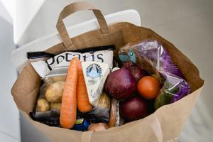 Insändarskribenterna menar att det är viktigt att vi ökar vår självförsörjningsgrad av bland annat livsmedel. Genrebild.