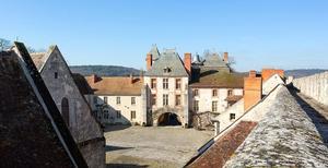 Slottet började byggas 1290. Innergården i det medeltida slottet. Foto: Privat