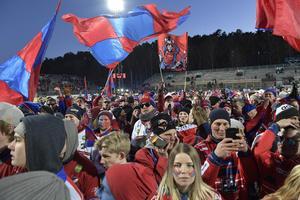 Bild från årets final, där Edsbyns fans firar guldet.