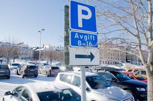 Något som Sundsvalls politiker missat är att många som arbetar i centrala Sundsvall och bor utanför stadskärnan av olika anledningar inte kan använda allmänna kommunikationsmedel. Man är tvungen att använda bil, skriver Anna.