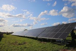 Istället för 735 solcellspaneler består den nya solcellsparken av 500 paneler, som ger samma effekt. Foto: Privat