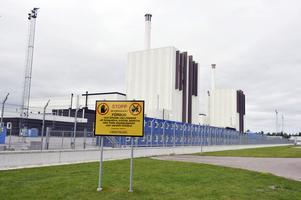 Vi kräver att regeringen avslår SKB:s ansökan om slutförvar i Forsmark för använt kärnbränsle, skriver debattförfattarna.