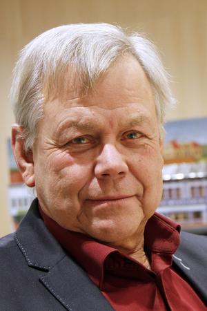 Oppositionen, ledd av Sören Görgård (C), vill att kommunchefen ska peka ut besparingar motsvarande 45 miljoner.