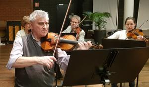 Aleksander Migdal slutar efter nio år som konsertmästare. Han avslutar som solist på söndag.