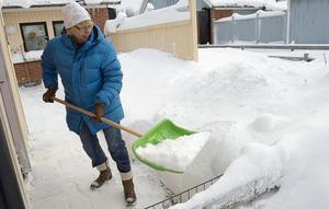 Ta det lugnt med snöskottningen. Hjärtat mår inte bra av att du överanstränger dig. Foto: Bertil Enevåg Ericson/Scanpix