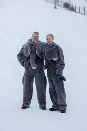 Mathias Gustavsson och Johan Lindberg som var utklädda till elefanter till barnens förtjusning. Foto: Mg-Foto, Marijo Grgic