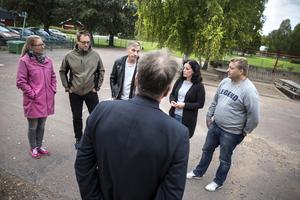 De fem brandsläckarna uppvaktades av Borlänges skolledning på onsdagen.