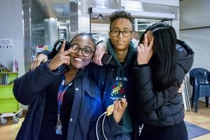 Karin, Hussein och Kamala väljer att besöka ungdomsgården i  Granloholm den här fredagskvällen.