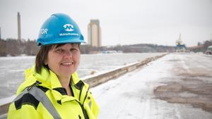 Mälarhamnars vd Carola Alzén är positivt inställd till planerna på pråmtrafik från den stora godshamnen Stockholm-Norvik i Nynäshamn till hamnarna i Västerås och Köping.
