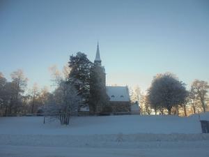 Söderala kyrka i vinterskrud. Foto. Leif Blomqvist